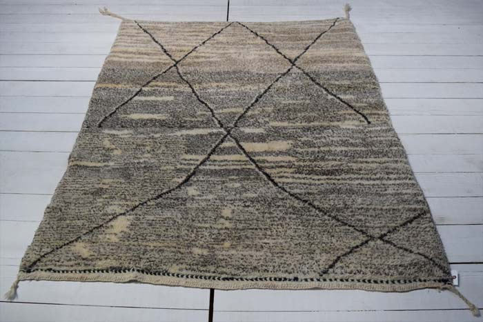 Moroccan rug 210 x 158cm